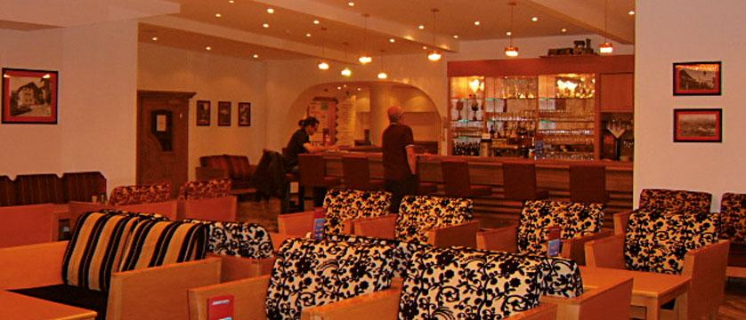 Sporthotel Strass, Mayrhofen, Austria - bar and lounge.jpg